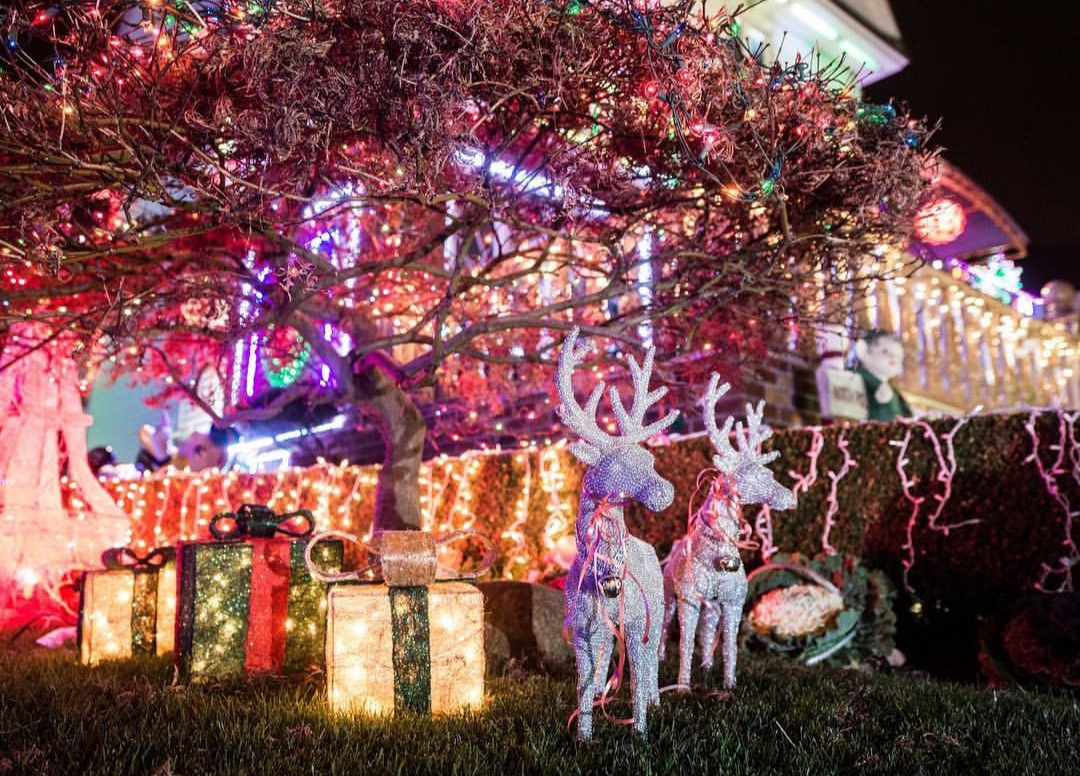 Enjoy Dyker Heights New York Christmas Lights This Holiday Season